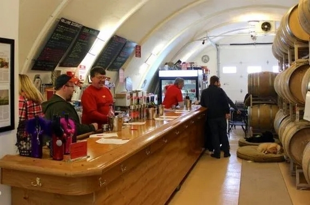 Wind Cave tasting bar and room